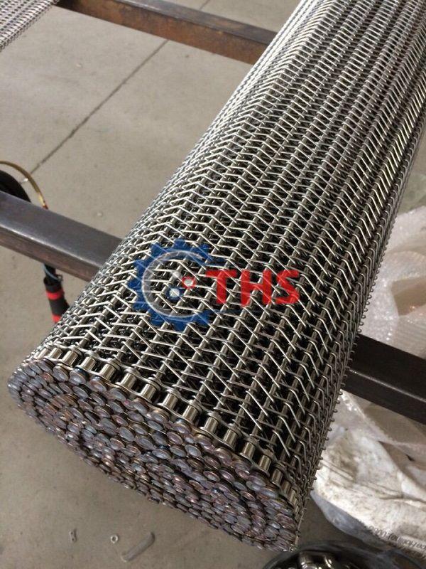 Băng tải inox sợi xoắn sử dụng sên biên kéo với nhiều ưu điểm vượt trội