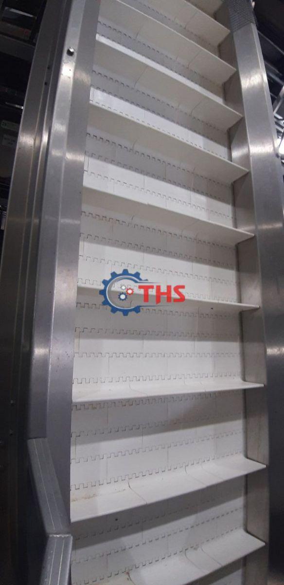 Băng tải nhựa có cấu tạo chắc chắn, an toàn khi vận hành trong nhà máy