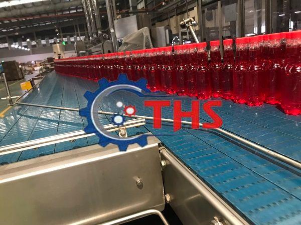 Băng tải nhựa sử dụng trong dây chuyền sản xuất nước ngọt đóng chai
