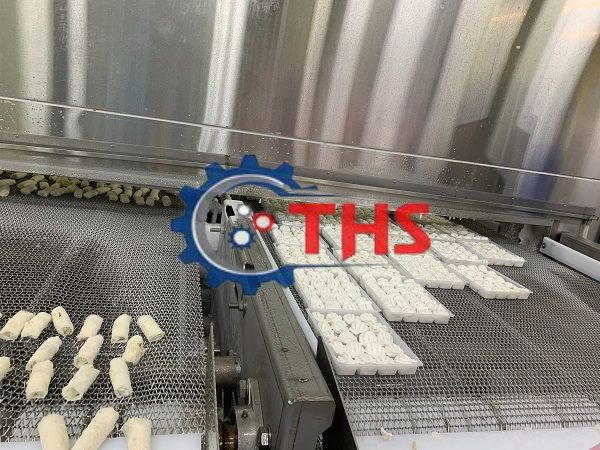 Băng tải inox dùng làm băng tải thực phẩm với nhiều kích cỡ cho doanh nghiệp lựa chọn